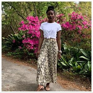 Dresses & Skirts - ✨PARIS✨chic print pleated skirt